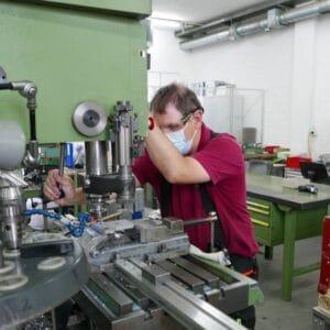 GeländerXpress trotzt dem Trend zur Produktauslagerung in Niedriglohnländer und setzt stattdessen auf eine lokale Produktion durch Menschen mit Beeinträchtigungen.
