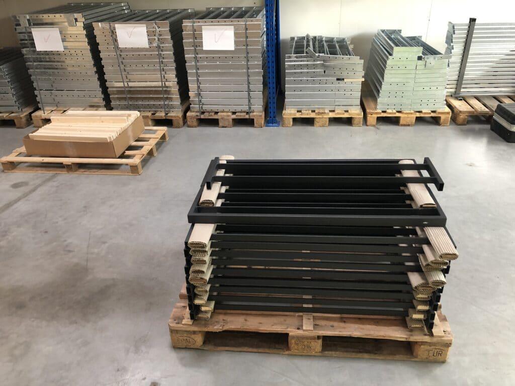 Geländer verpackt auf Palette in Versandabteilung geländerxpress.de GmbH